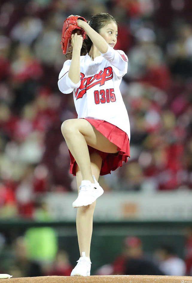今田美桜始球式